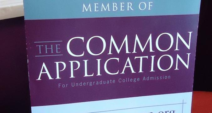 6 Ways Parents Can Help Students With the College Application Process